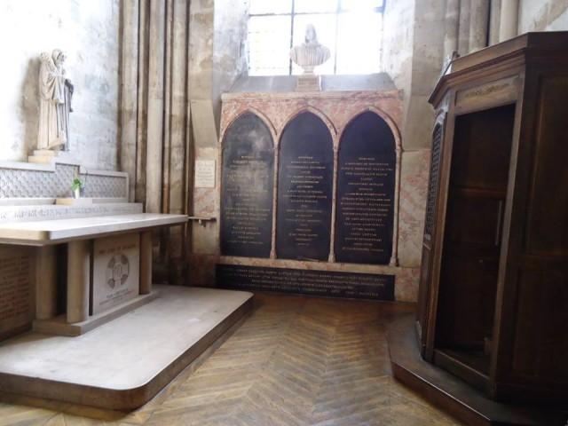 Descartesin nykyinen hauta Saint-Germain des prés'n kirkossa Pariisissa (Kuva: kirjoittajan henkilökohtainen valokuva-arkisto)